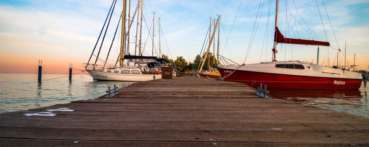 Segel-Yacht als Wohnsitz, Wohnen auf dem Wasser, leben auf dem Boot in Deutschland